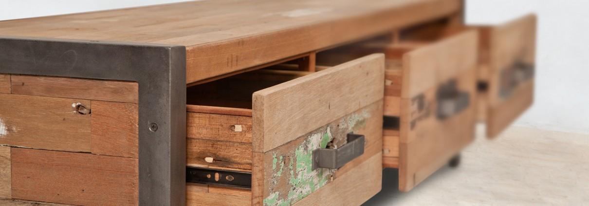Meuble tv en bois recycl de bateaux 3 tiroirs industryal for Meuble bois tiroirs casiers