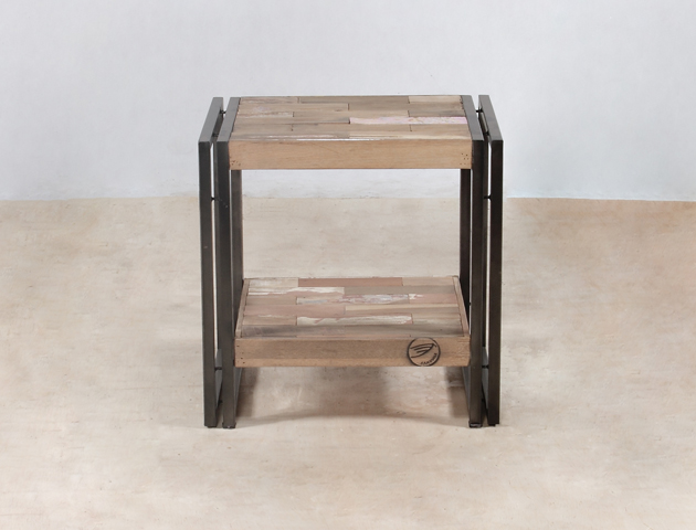 table de chevet double plateau en bois recycl s de bateaux industryal. Black Bedroom Furniture Sets. Home Design Ideas
